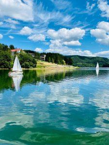 Bieszczady to nie tylko góry, ale także słynne jezioro solińskie