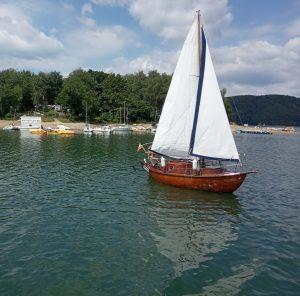 Jezioro Solińskie to miejsce z którego korzysta wielu żeglarzy